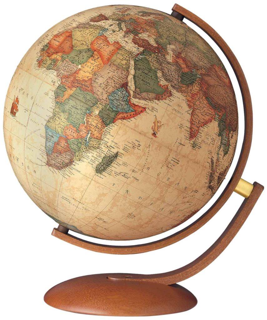 Un bel mappamondo non può che essere gradito da un viaggiatore!