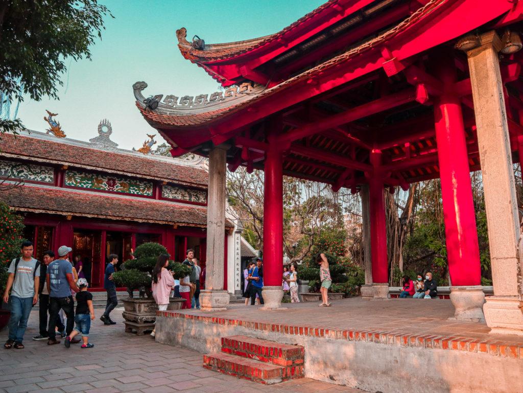 Il Tempio di Ngoc Son sul lago Hoan Kiem