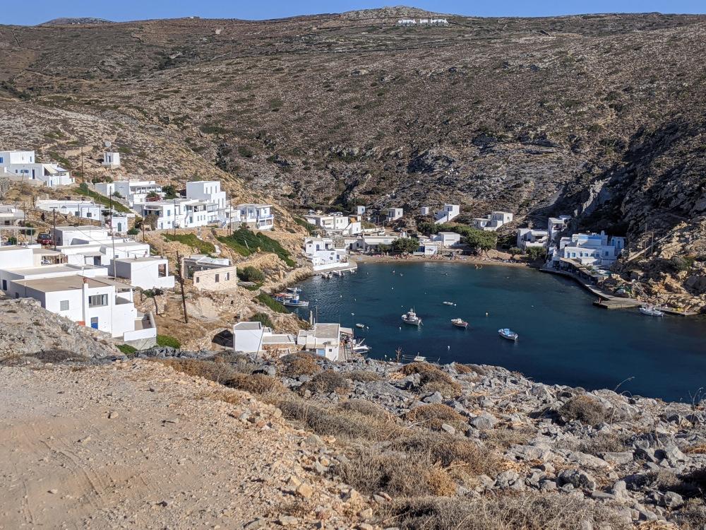 La baia di Cheronissos, borgo di pescatori.