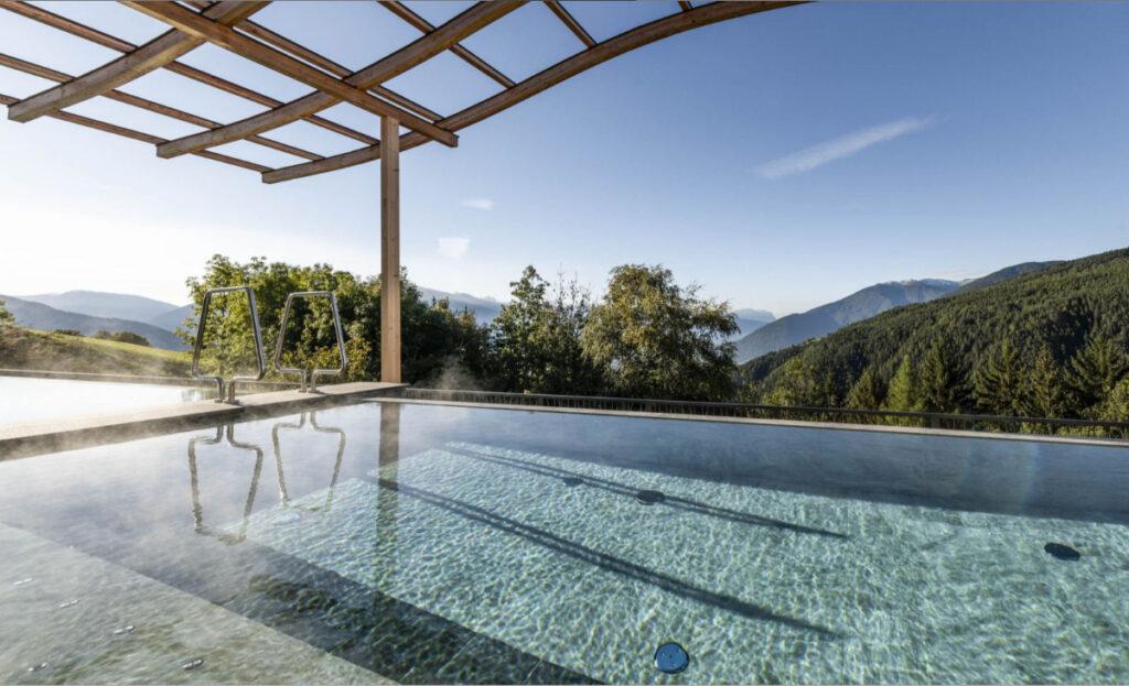 Parkhotel Holzerhof piscina a sfioro alto adige