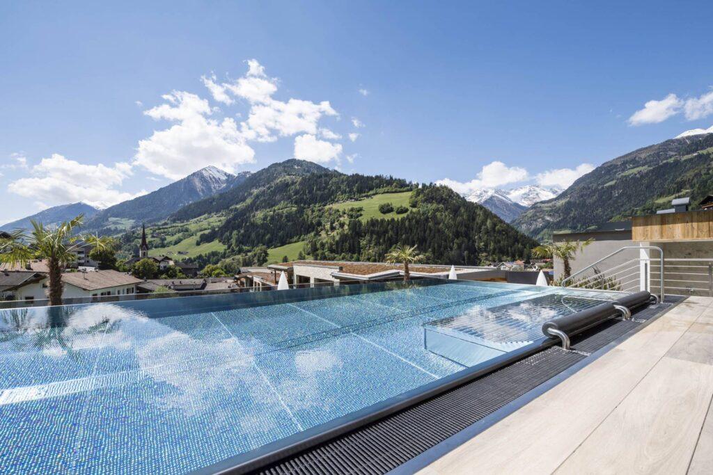 hotel stroblhof sky pool